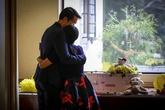 Tình yêu tuyệt vọng của cặp cha mẹ biết trước sẽ 'mất con ngay lúc ra đời'