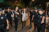 Hồ Ngọc Hà xuất hiện gây náo loạn phố đi bộ Sài Gòn