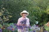 """""""Khu vườn địa đàng"""" của cụ bà 83 tuổi dành 33 năm để thỏa mãn tình yêu với cây và hoa"""