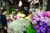 Doanh nhân chi 30 triệu đồng mua 99 bông hoa hồng phủ socola nhập khẩu tặng bạn gái dịp Valentine