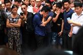 Em trai khóc nghẹn bên thi thể chị gái rơi từ tòa chung cư ở KĐT Linh Đàm
