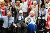 """Đám cưới lãng mạn """"có một không hai"""" của cụ bà 95 và người tình 93 tuổi"""