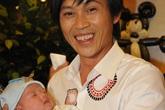 Hoài Linh, Cao Thái Sơn bế em bé khéo léo như thế nào?