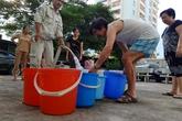 Thiếu nước sinh hoạt, nhiều gia đình KĐT Đại Kim ngậm ngùi bỏ 3 triệu đồng/20 ngày mua nước sạch