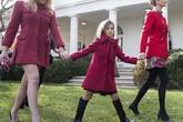Thứ nữ nhà Trump diện váy ngắn cũn khi dự lễ xá tội gà tây