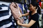 Người Sài Gòn đổ xô mua áo khoác ngày lạnh dưới 20 độ C