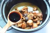 Chỉ thêm 1 nguyên liệu thôi mà món sườn rim quen thuộc có hương vị hoàn toàn mới lạ