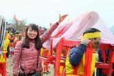 """Du khách đua nhau sờ """"của quý"""" lấy may trong lễ hội ở Lạng Sơn"""