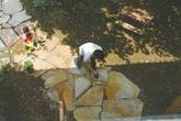 Bố mẹ thuê đất 10 năm để làm sân vườn cho con vui chơi