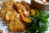Không cần phải lên Hồ Tây ăn bánh tôm, tự bạn cũng có thể làm bánh tôm chuẩn ngon không kém!