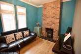 """Mua """"nhà ma"""" cũ nát giá 1 bảng Anh, cặp vợ chồng cải tạo thành căn hộ đẹp kinh ngạc"""