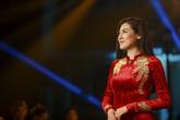 Á hậu Dương Tú Anh diện áo dài 15 ngàn USD