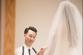 Trước hôn lễ, MC Thành Trung và vợ tình tứ đi thử váy cưới