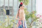 Linh Nga khoe trọn lưng trần trắng muốt với váy yếm cách điệu