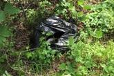 Thấy túi bóng đen cựa quậy bất thường bên đường, hai cô gái dừng xe lại xem và phát hiện ra...