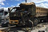 Hai xe tải đấu đầu, một tài xế chết thảm
