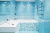 Đưa biển về nhà trong mùa hè nóng bức với phòng tắm màu xanh mát lịm