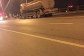 """Hà Nội: 3 thanh niên tử nạn vì """"kẹp 3"""" lao vào xe bồn chở xăng"""