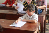 Nữ sinh cao 1,14 m dự thi THPT quốc gia tại Nghệ An