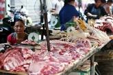 Người Hà Nội tự mổ lợn, hò nhau gom đơn, chia chác vì giá rớt thê thảm