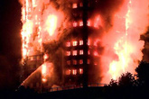 Tòa nhà 27 tầng cháy dữ dội, hàng trăm người dân gào thét trong tuyệt vọng