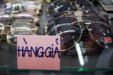 Kính mắt giá rẻ… 'như cho' đổ bộ Sài Gòn