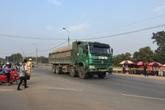 Bắc Giang: Lạ kỳ xe tải trọng lớn chạy rầm rập qua mặt cảnh sát giao thông