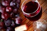 Uống một ly rượu vang đỏ mỗi tối, bạn sẽ thấy rõ những điều kỳ diệu này