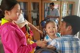 Cha mẹ trẻ ở Sài Gòn rơi nước mắt khi con bị bạo hành
