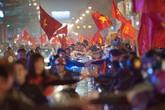 Nhiều người hâm mộ đổ đến Thường Châu xem trận bóng lịch sử