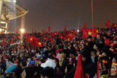Hàng vạn người đội mưa rét dự đêm gala vinh danh U23 Việt Nam ở SVĐ Mỹ Đình