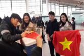 Đỗ Mỹ Linh gặp gỡ xin chữ ký Bùi Tiến Dũng và các tuyển thủ U23