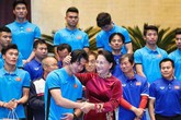 Chủ tịch Quốc hội đón tiếp U23 Việt Nam tại phòng họp Diên Hồng