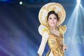 Á hậu Phương Nga tự tin trình diễn trang phục dân tộc ở Hoa hậu Hòa bình