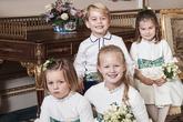 George cười tươi, Charlotte đan chân chụp ảnh cưới công chúa Anh