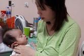 Người mẹ nghèo đau đớn nhìn con lên cơn co giật 30 lần mỗi ngày