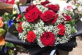 Đắt gấp chục lần hoa nội, hoa nhập khẩu vẫn không đủ bán dịp 20/10