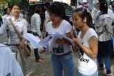 Trường đại học cấm mặc áo phông không cổ có quá khắt khe?