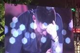 Tuấn Hưng ngồi thụp khóc nức nở trong liveshow 'Cảm ơn'