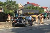 Hy hữu: Xe tải đông lạnh đâm vào xe container vừa gây tai nạn liên hoàn