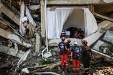 Phát hiện dấu hiệu người sống dưới khách sạn bị sập trong động đất Indonesia