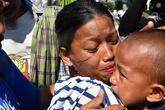 Bé 5 tuổi trở về sau một tuần mất tích trong động đất, sóng thần Indonesia