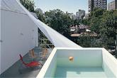 Bỏ 400 triệu làm bể bơi trên mái, gia chủ vẫn phải tốn tiền đi bơi ngoài