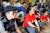 Bố mẹ thủ môn Bùi Tiến Dũng cổ vũ đội tuyển từ bệnh viện