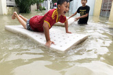 Hình ảnh mưa lũ kinh hoàng ở Nha Trang làm 12 người thiệt mạng