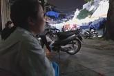 Bé gái 1 tháng tuổi hàng đêm phải đắp chăn nằm vỉa hè chợ Đồng Xuân chờ mẹ kiếm ăn
