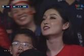 Á hậu Huyền My xem trận Việt Nam - Campuchia với mẹ Quang Hải, Đức Huy
