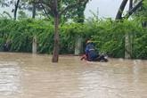 Nha Trang đường biến thành sông, TP.HCM đường vắng tanh vì mưa lớn trong cơn bão số 9