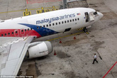 Thân nhân hành khách MH370 công bố tìm thấy mảnh vỡ của máy bay