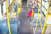 Bé gái bị yêu râu xanh sàm sỡ trên xe buýt và hành động của người tài xế khiến dân mạng vừa hả hê, vừa ấm lòng